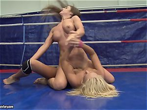 Cathy Heaven and Ivana Sugar cooch lick in the ring