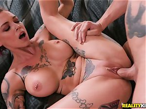 Anna Bell Peaks comes in your living room for spunk