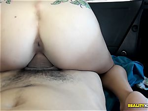 insatiable babe Dakota Vixen picked up and pounded in the car