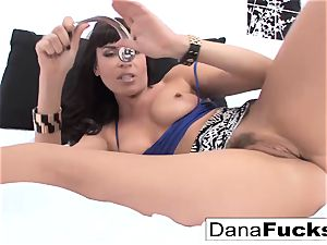 sex industry star Dana spreads her asshole with a hefty fuckfest fucktoy