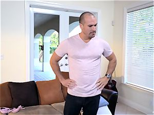 Raylin Ann and Layla London manage to tempt Sean Lawless in for some fun